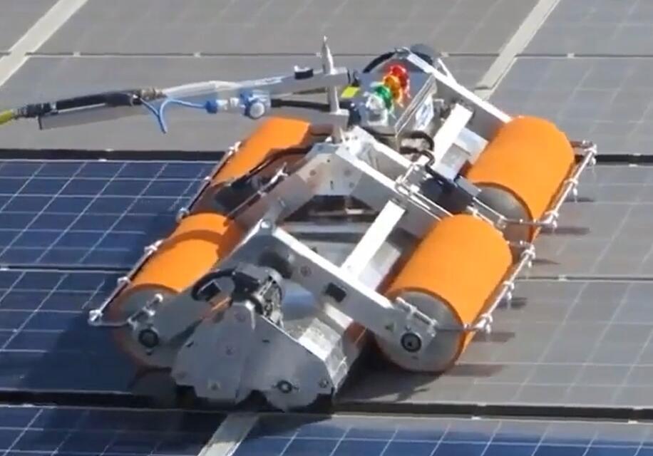 title='德瑞光伏清洁机器人-QBY系列便携遥控式清洁机器人'